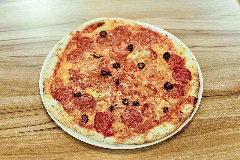 Дровяная печь для пиццы фото